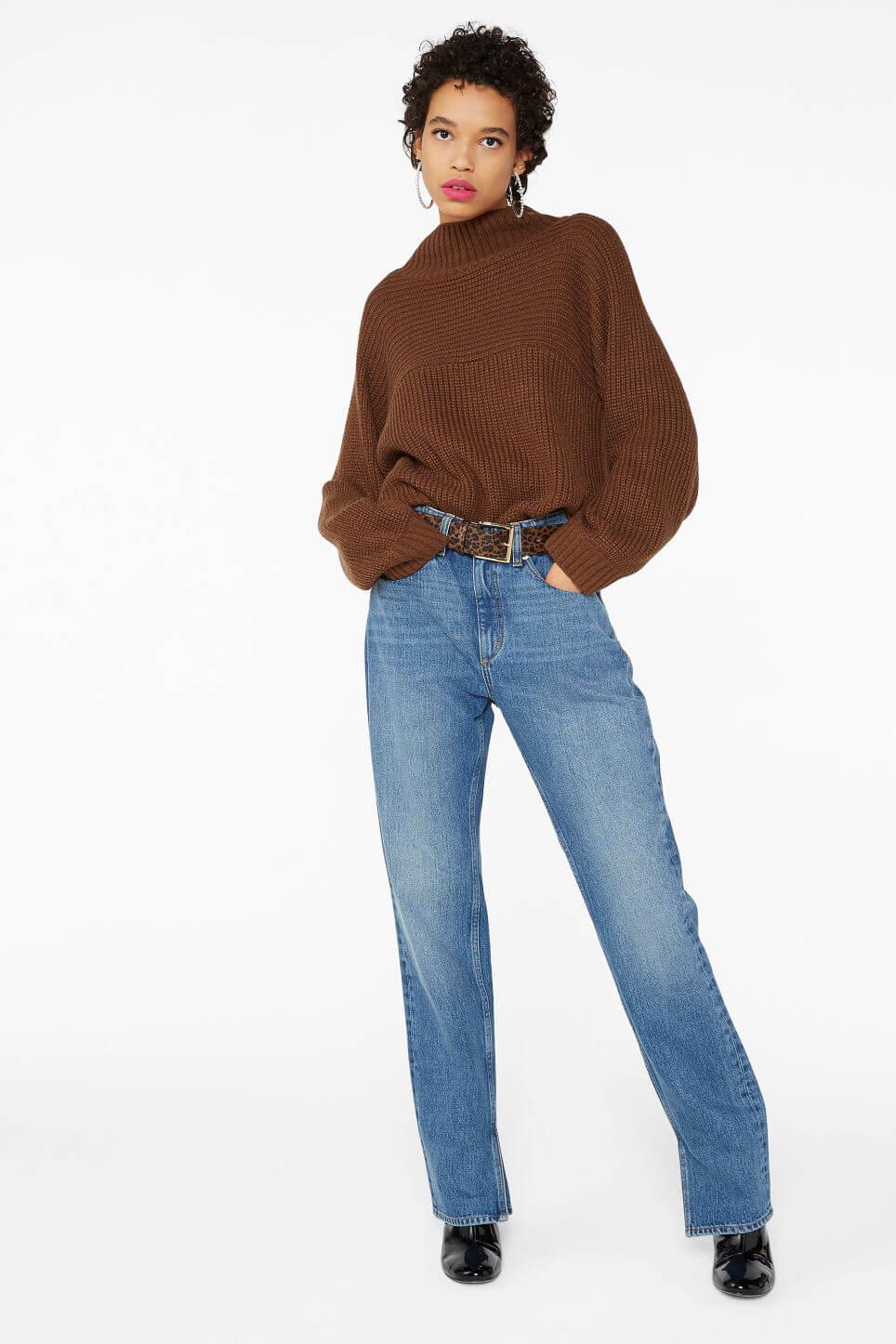 Brun sweater med polokrage från Monki.