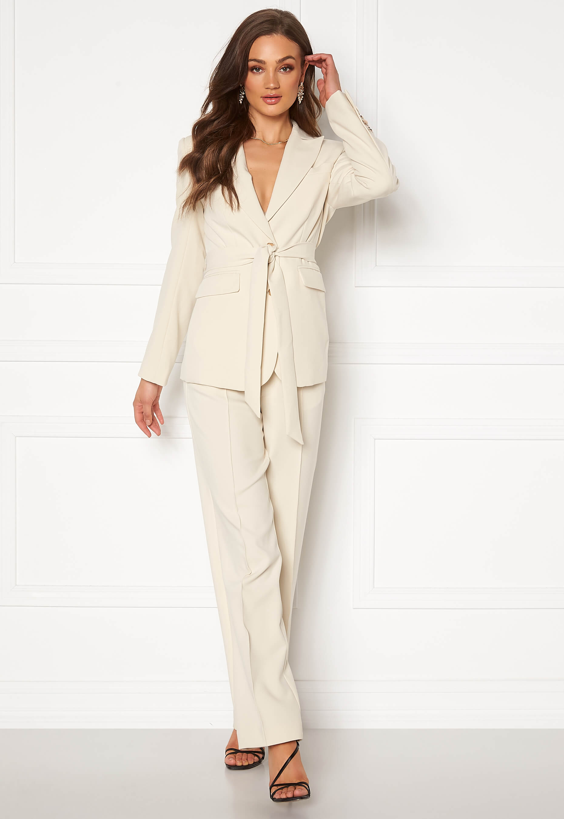 Beige kostym kvinna
