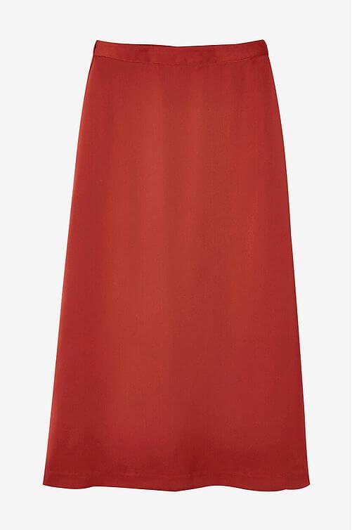 klassisk vadlång röd kjol