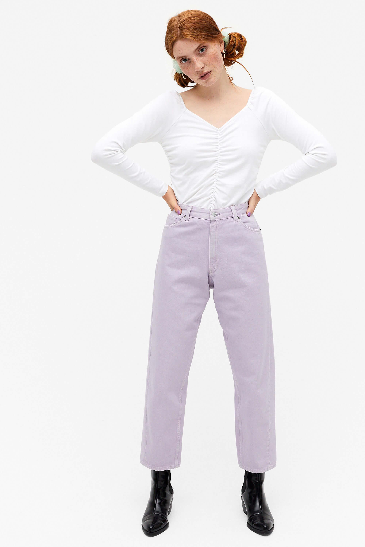 Lila momjeans i kort modell