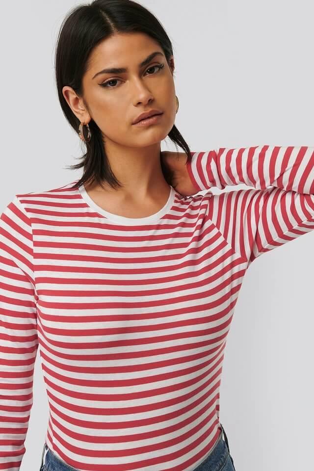 Randig röd och vit tröja