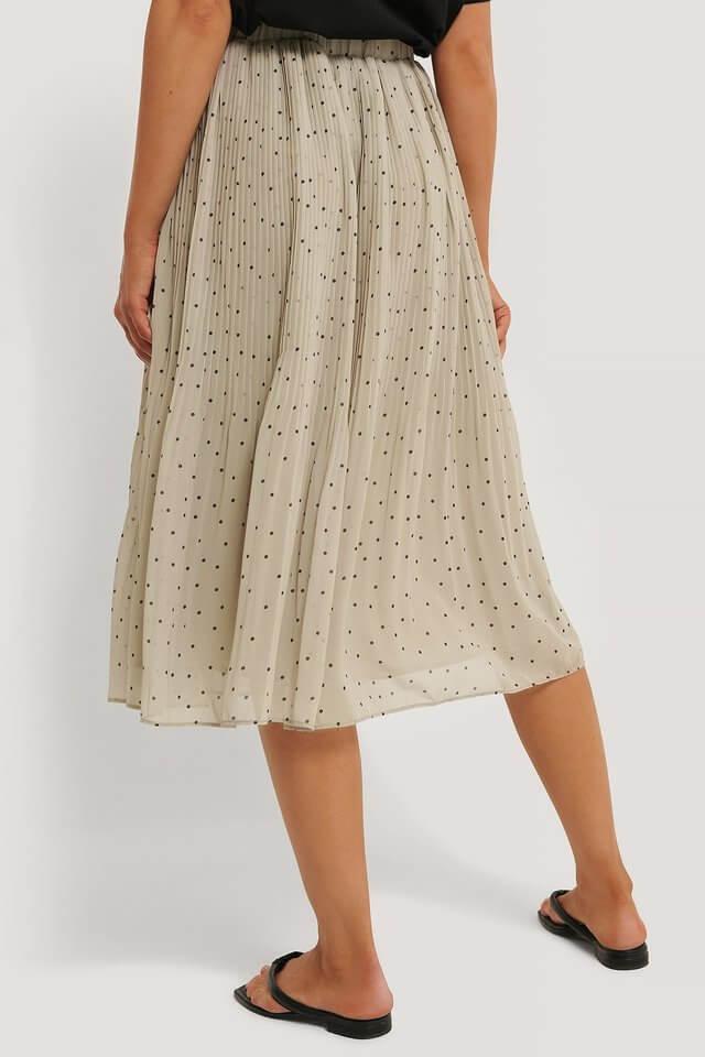 utsvängd vadlång kjol