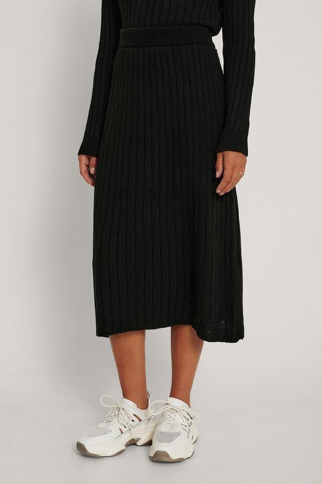 stickad svart kjol