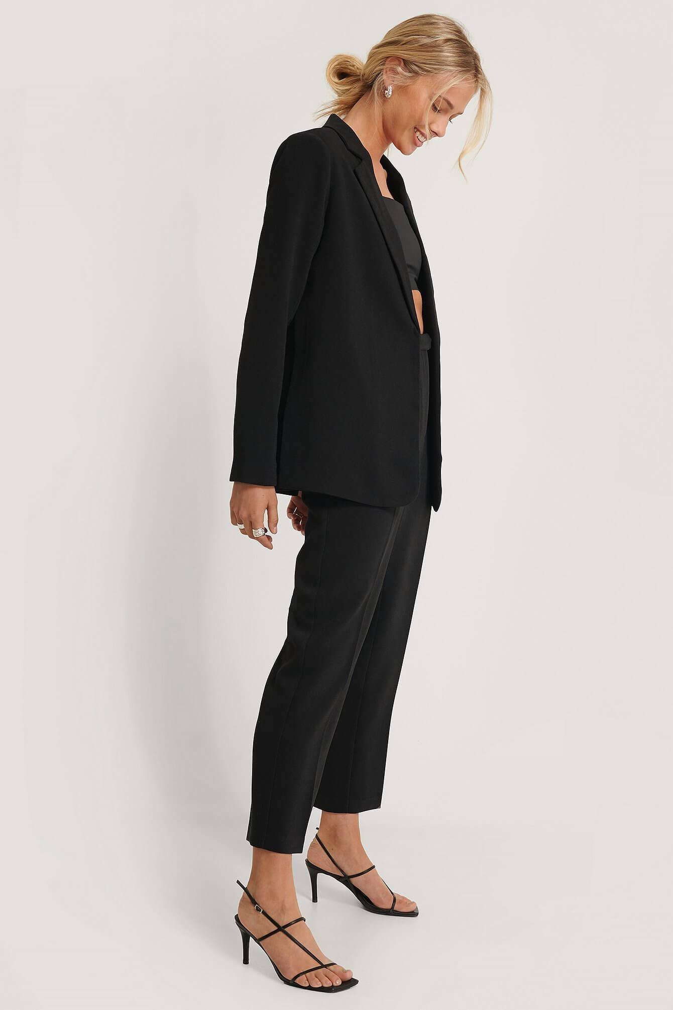 Svart kostym för kvinnor