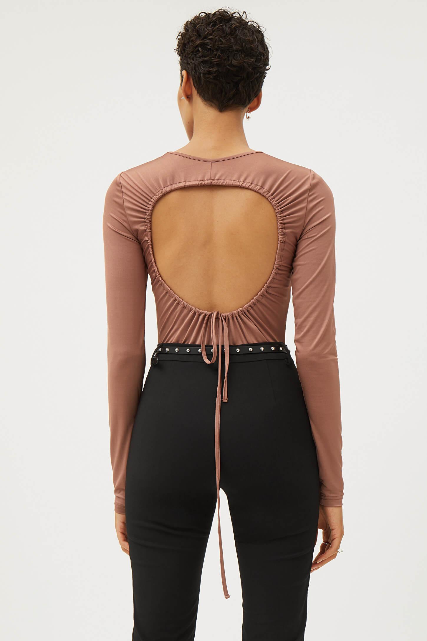 Gammelrosa långärmad tröja med öppen rygg och snörning bak.