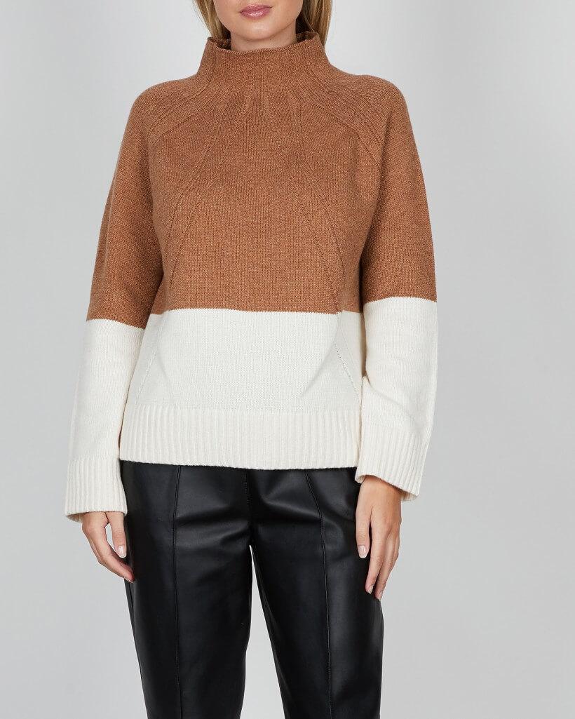 Stickad tröja Marlene Birger med hög krage. Två färger- Brunt och vitt.