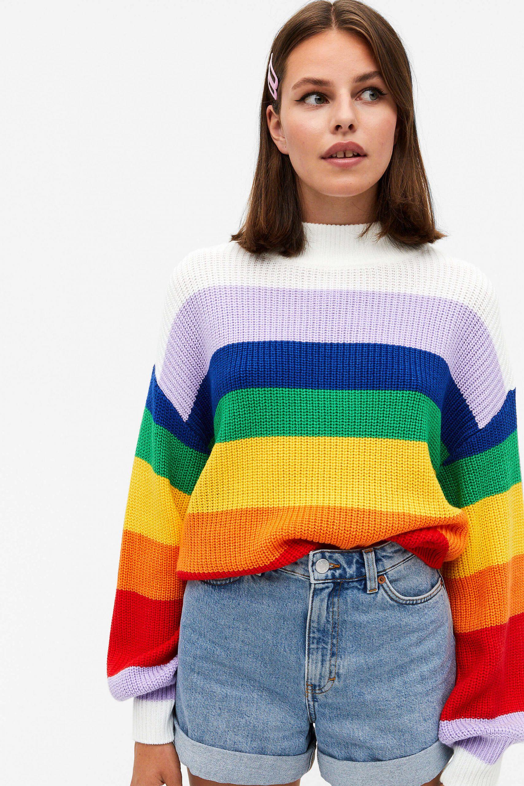 Stickad randig tröja i starka färger