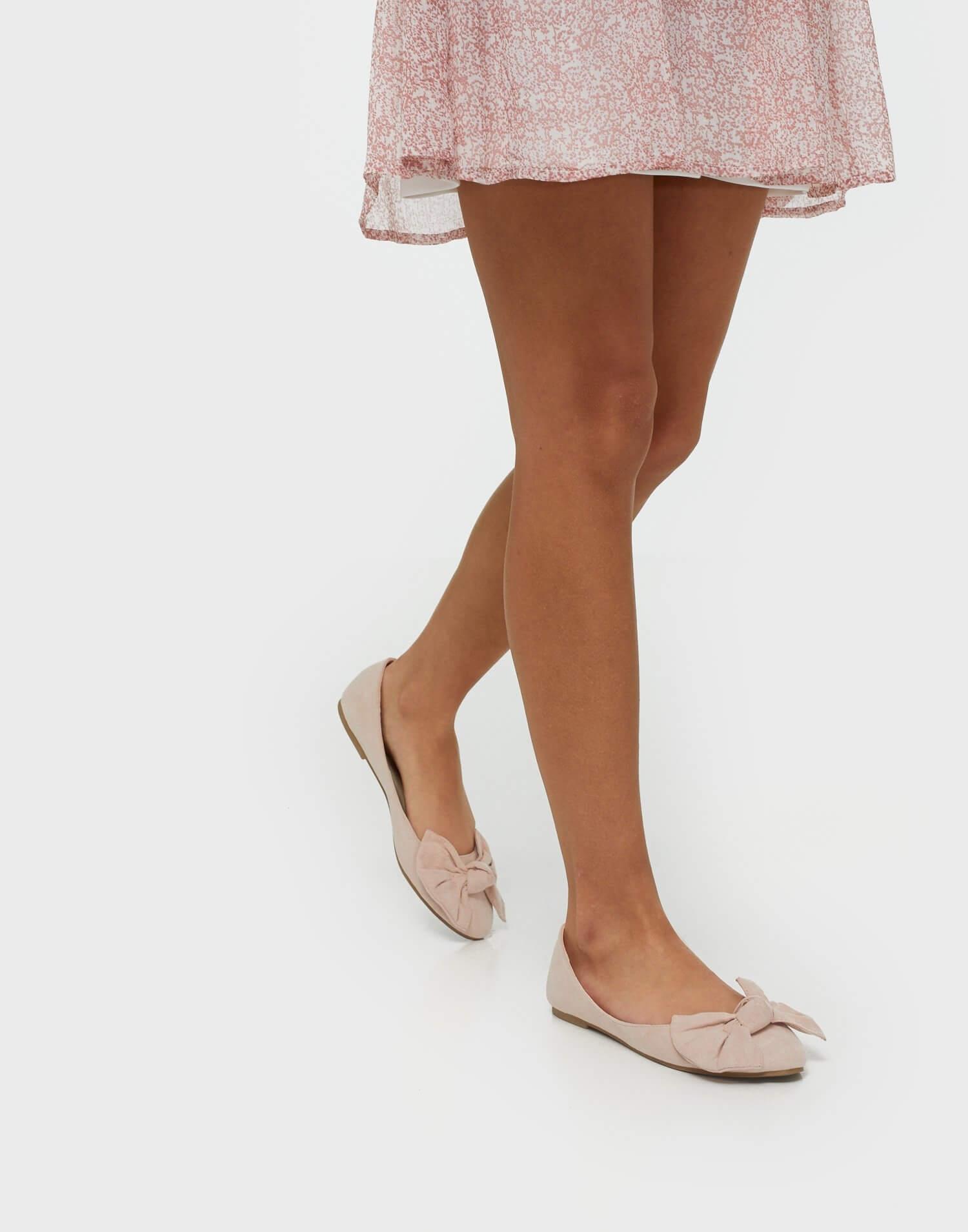 Rosa ballerinaskor från NLY Shoes.