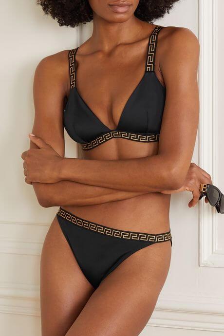 Ett lyxigt bikiniset från Versace.