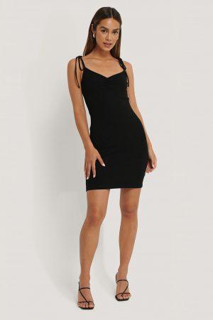 Anika Teller x NA-KD Ribbad Jerseyklänning Med Knytning På Axlarna - Black