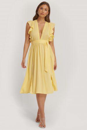 Glamorous Midiklänning Med Djup Urringning Och Volangärm - Yellow