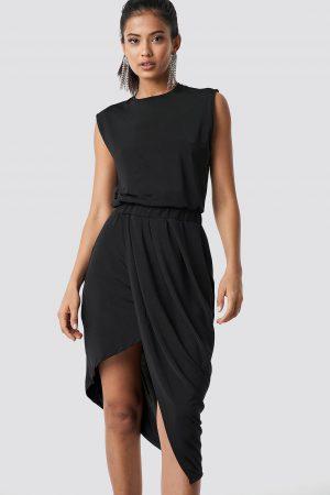 Hannalicious x NA-KD Draped Asymmetric Dress - Black