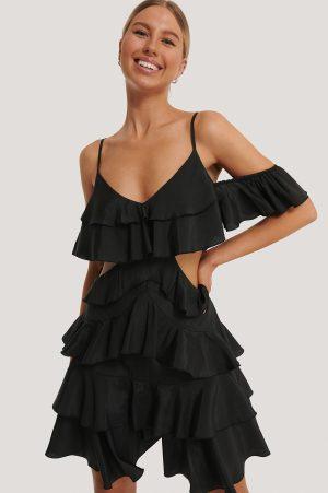Kim Feenstra x NA-KD Miniklänning Med Volang - Black