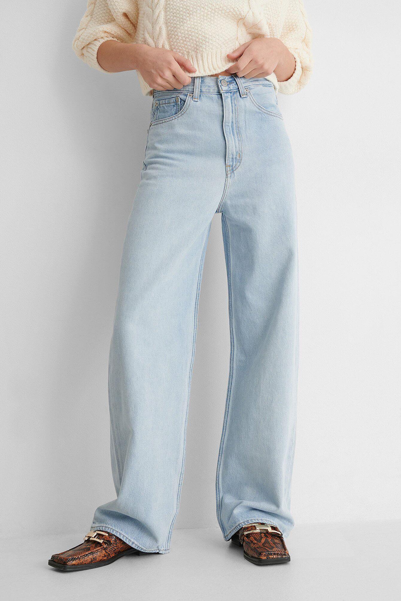 Ett par vida jeans från Levi's.