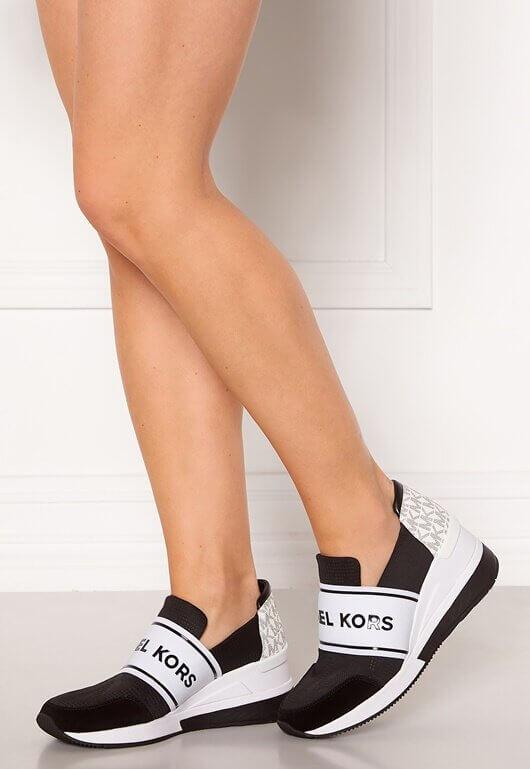 Sneakers med snygga detaljer från Michael Michael Kors.