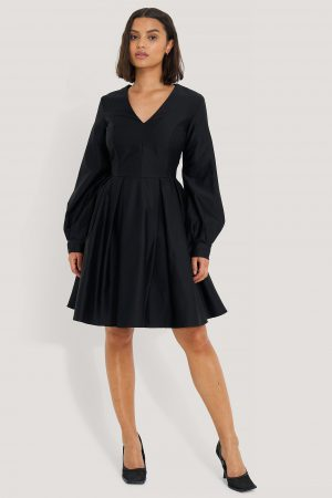 NA-KD Party Box Pleat Mini Dress - Black