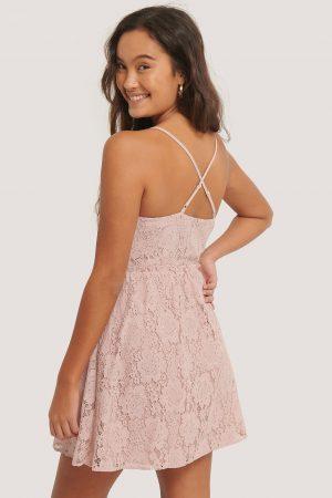 NA-KD Boho Spetsklänning Med Korslagd Rygg - Pink