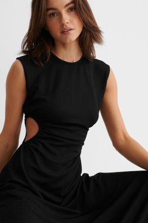 NA-KD Trend Maxiklänning Med Utskurna Partier - Black