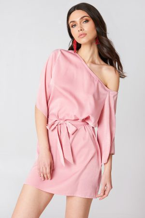 Hannalicious x NA-KD One Shoulder Tie Waist Dress - Pink