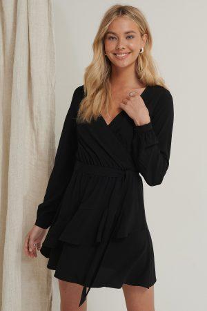 Pamela x NA-KD Reborn Miniklänning Med Volangdetalj - Black