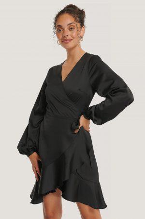 NA-KD Reborn Recycled Omlottklänning I Satin - Black