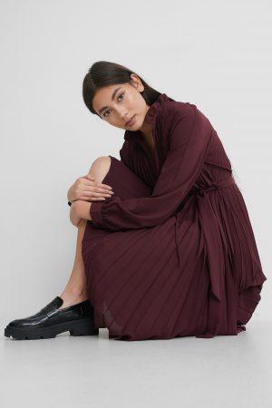 NA-KD Trend Plisserad Midiklänning - Burgundy