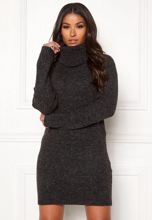 En grå, finstickad klänning med hög krage från OBJECT.