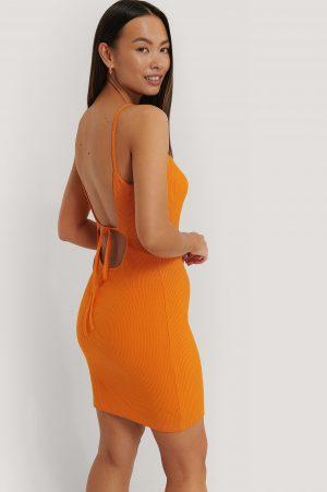 Sara Sieppi x NA-KD Ribbad Jerseyklänning Med Öppen Rygg - Orange