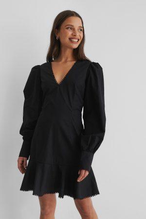 Selma Omari x NA-KD V-Ringad Miniklänning - Black