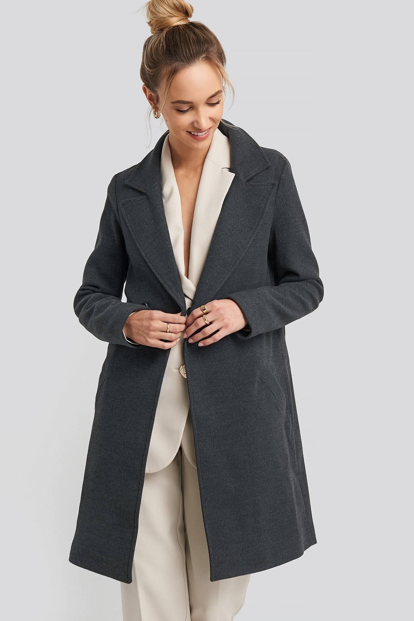 kort mörkgrå kappa