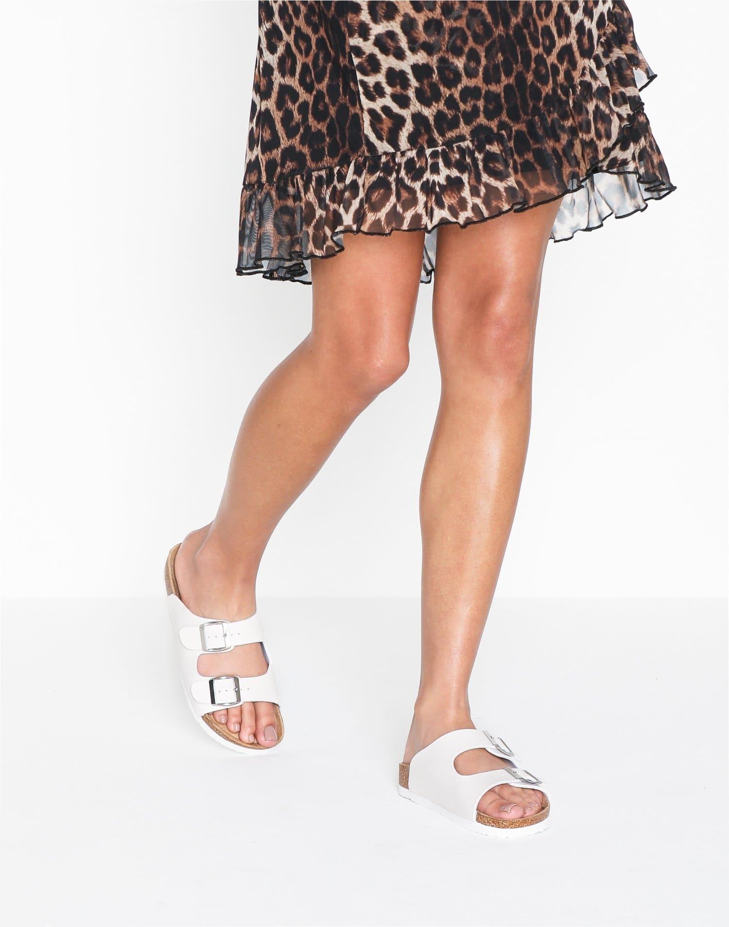 Vita fotvänliga sandaler för dam