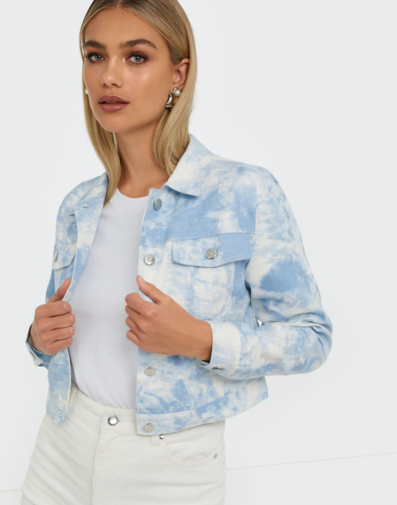 Pastellblå och vit sommarjacka för dam 2021