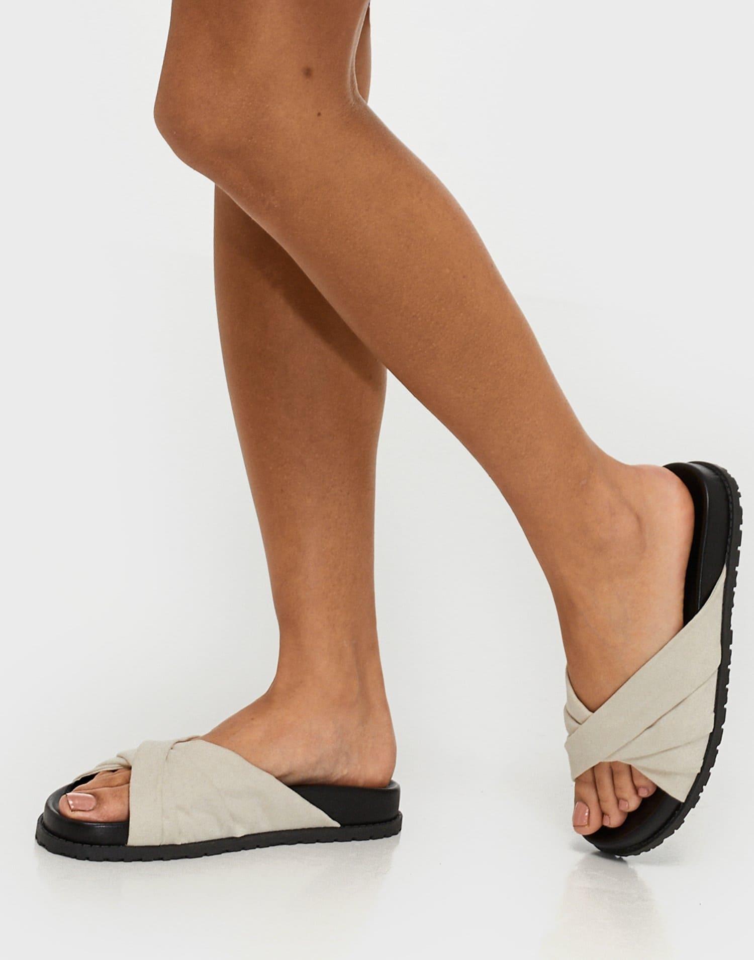 Låga sandaler för dam i vit naturfärg