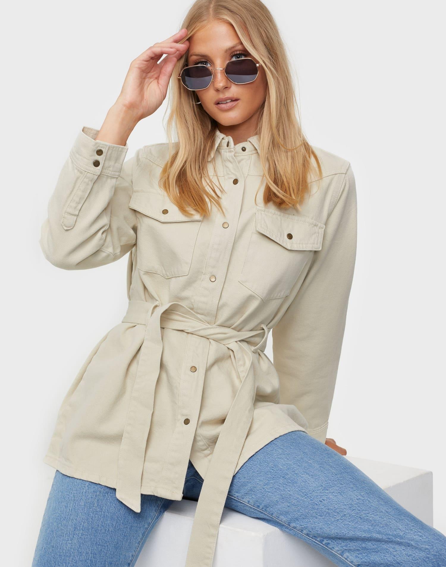Jeansjacka för dam med skärp