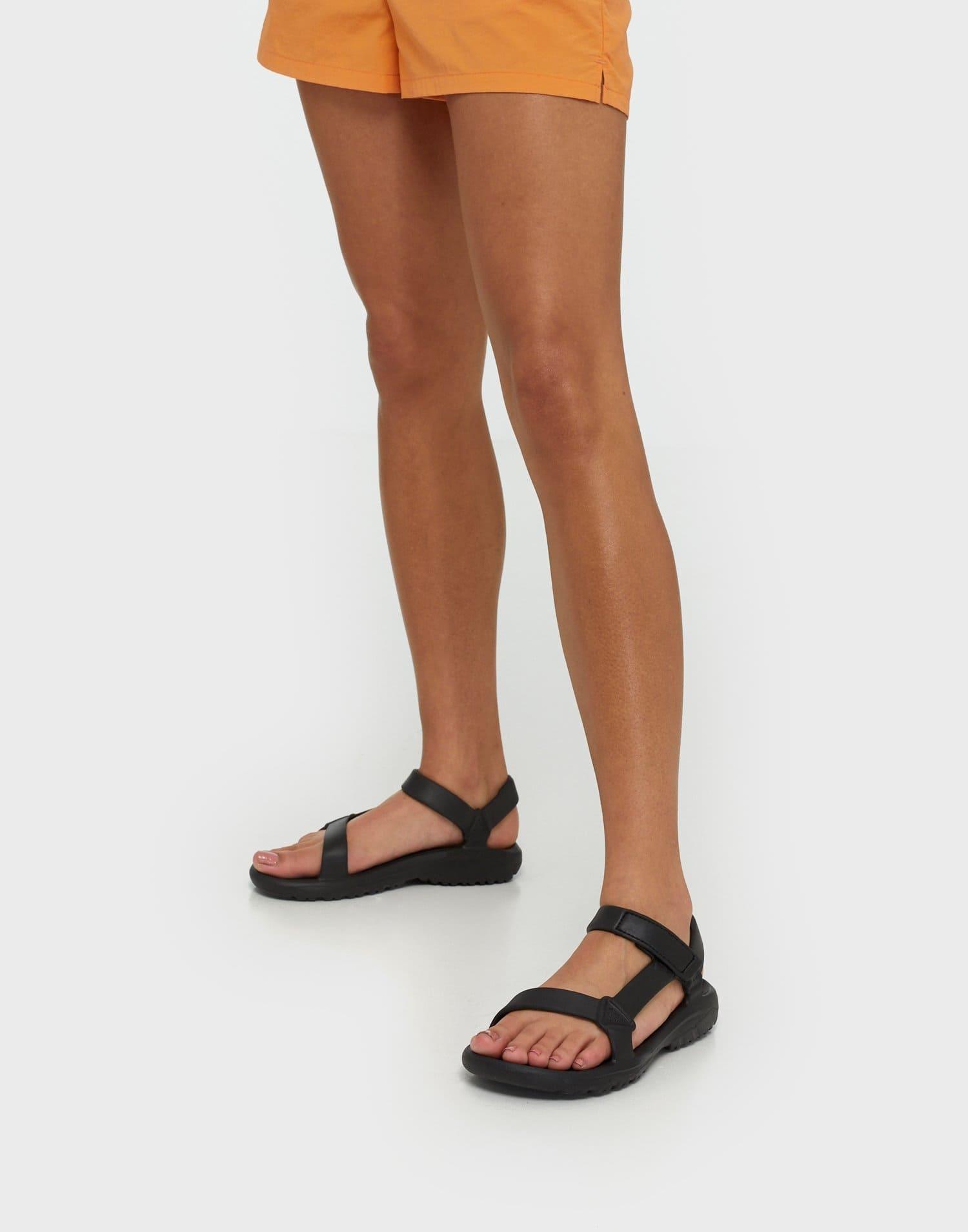 Sköna svarta sandaler för dam 2021