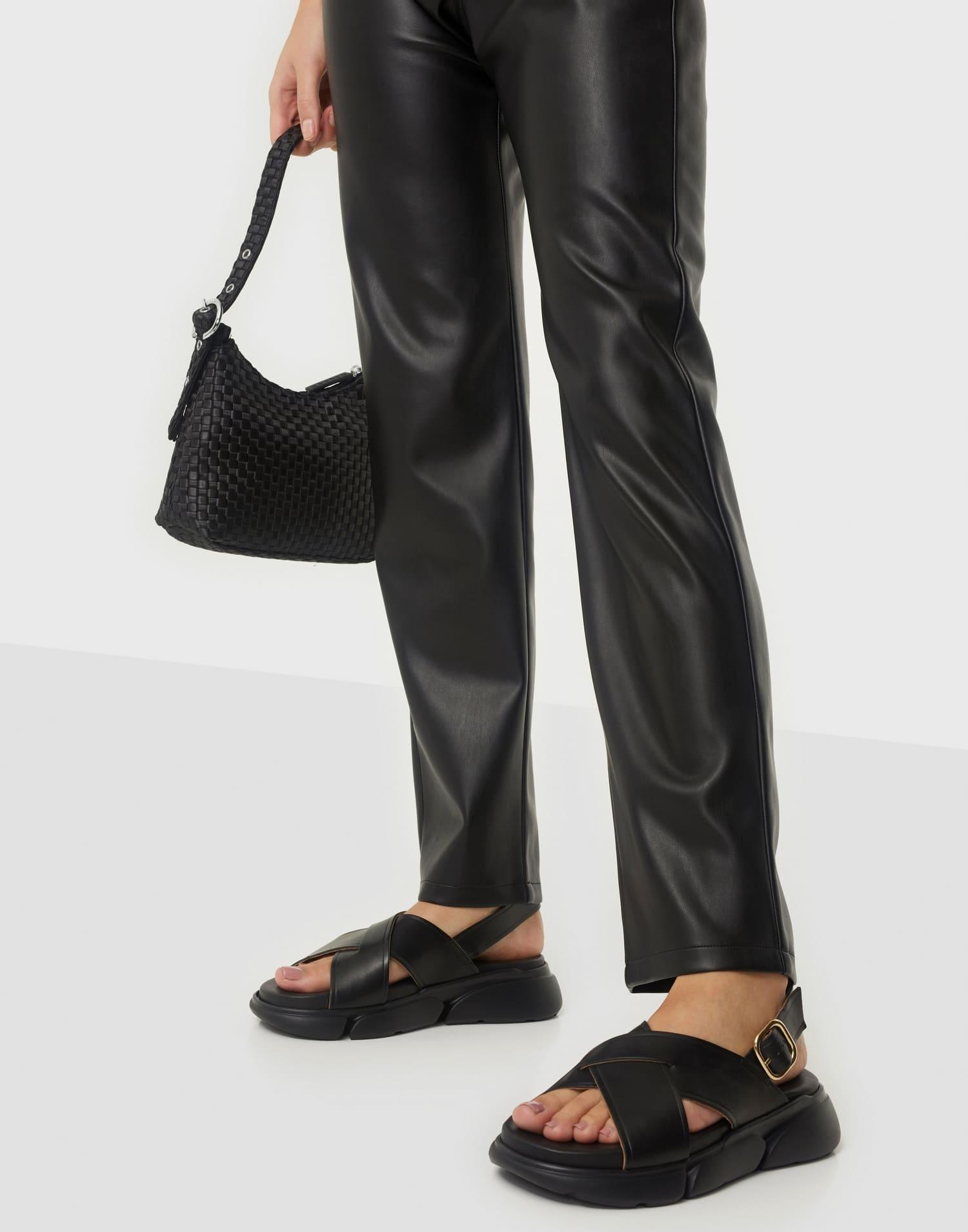Svarta bekväma sandaler för dam