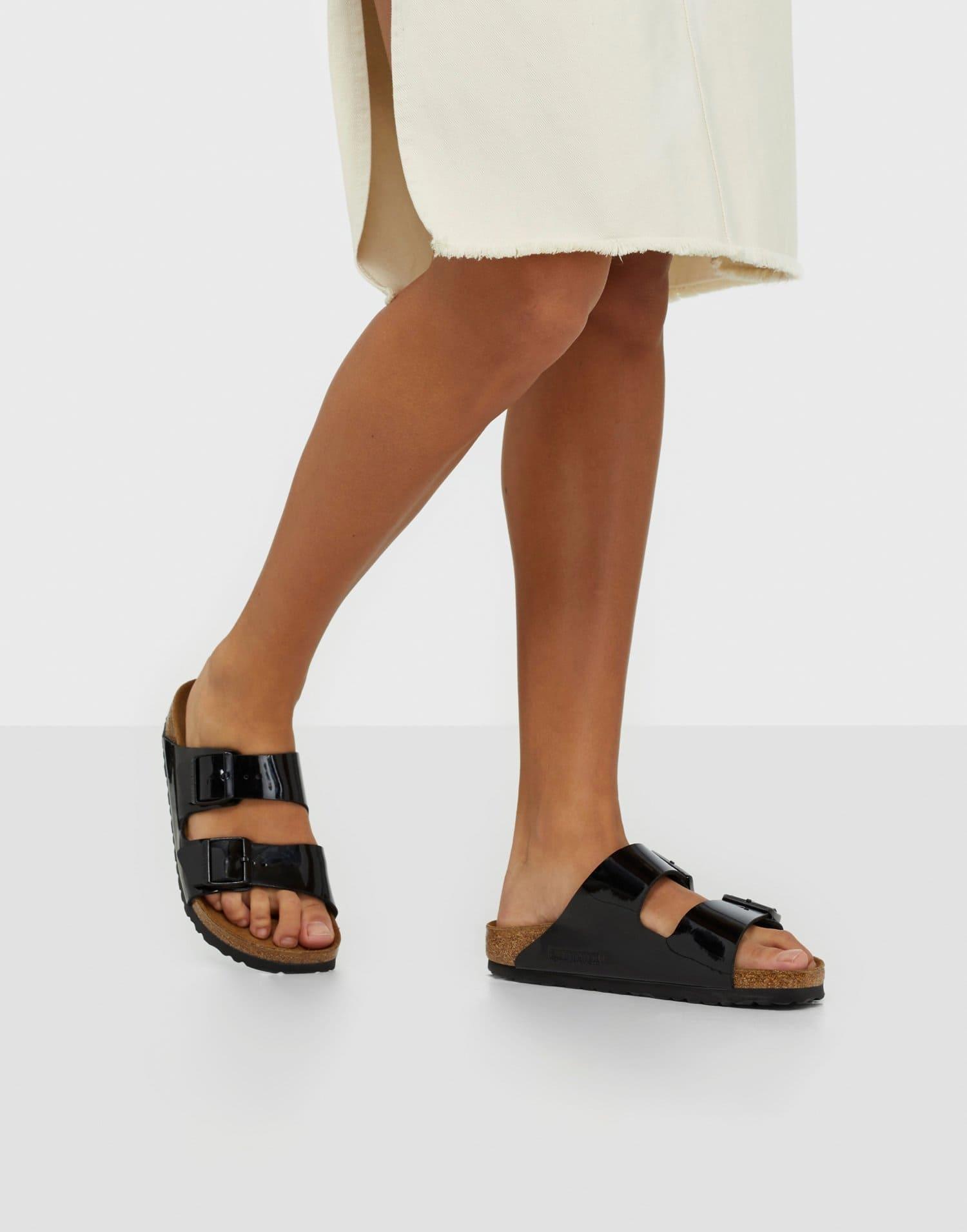 Svarta fotriktiga sandaler för dam 2021