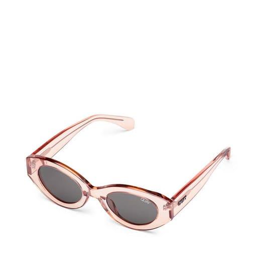 Ljusrosa solglasögon i genomskinlig modell
