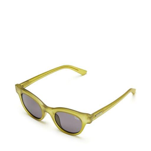 Gröna solglasögon för dam i nätt modell
