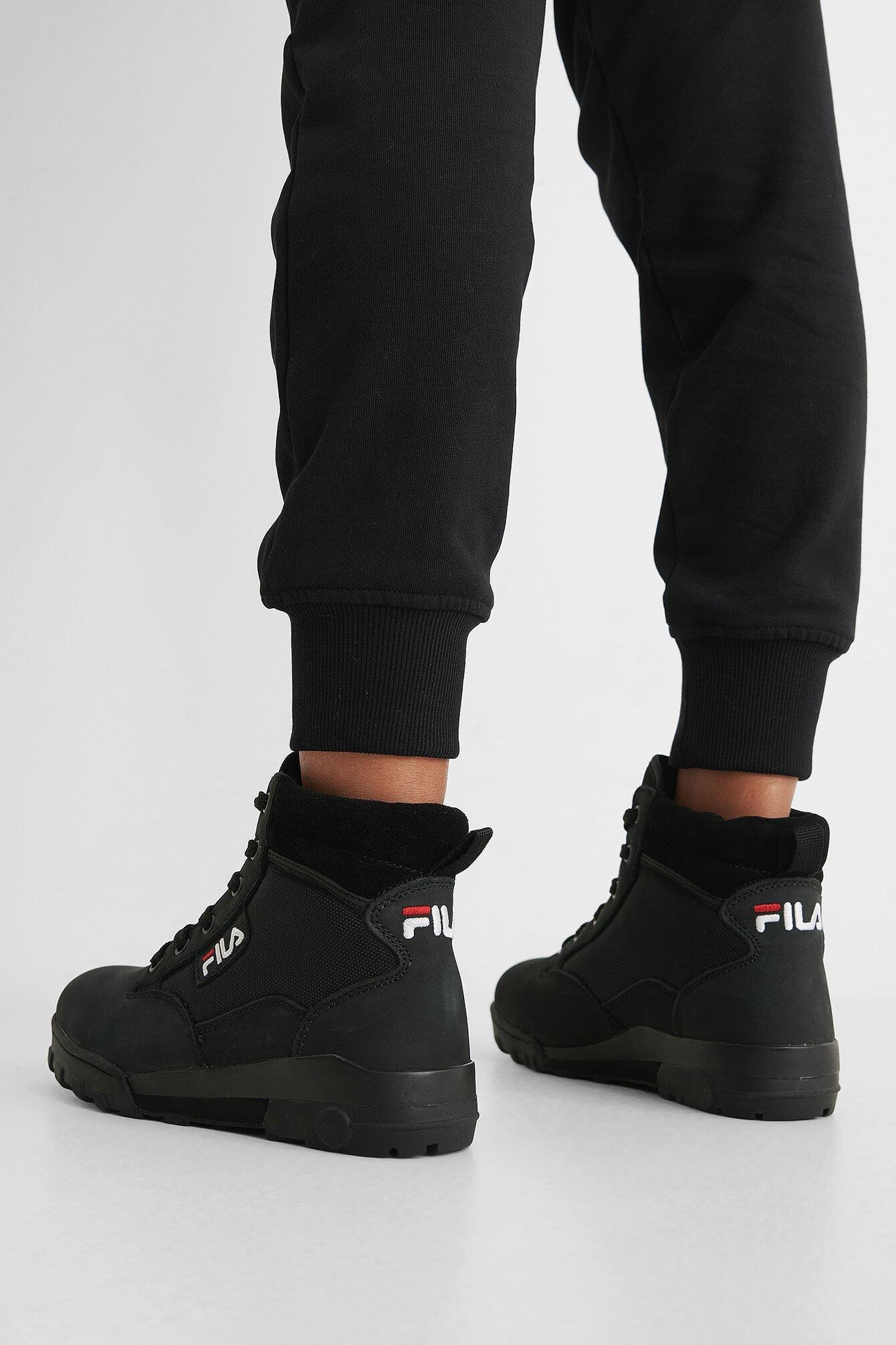 Svarta sneakerskängor från Fila.