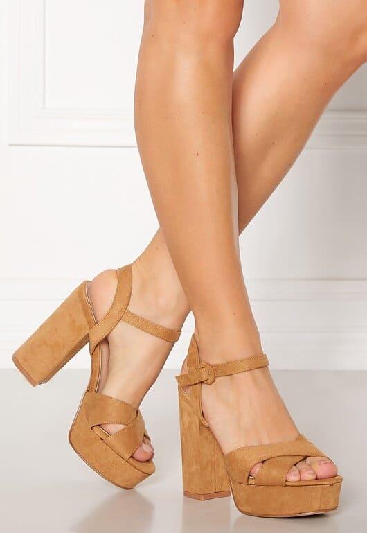 Bruna sandaler med hög klack för dam 2021