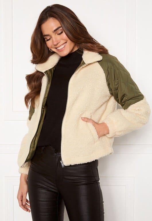 Jacka för dam i vit färg med gröna detaljer