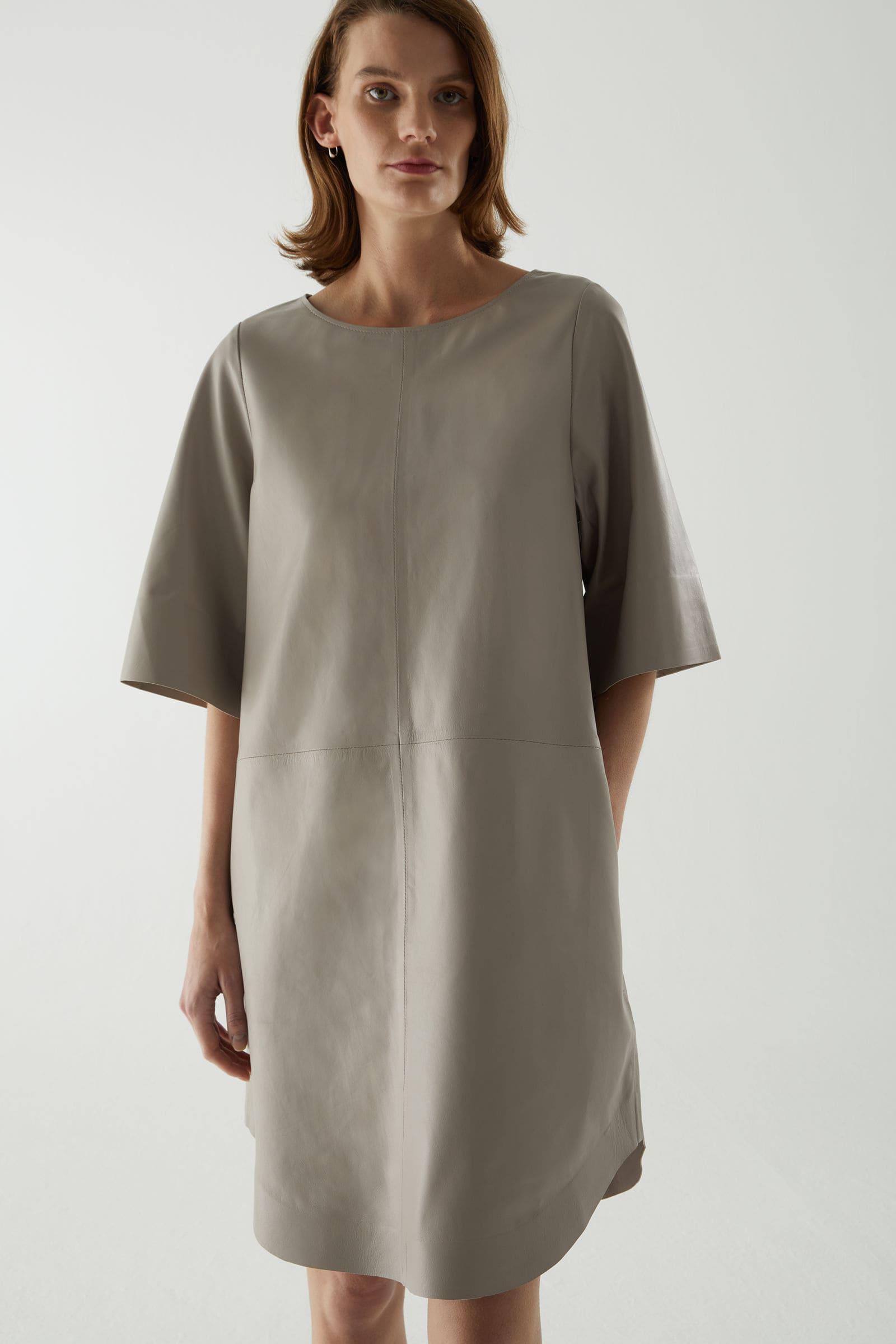 Vårmode för dam grå läderklänning 2021