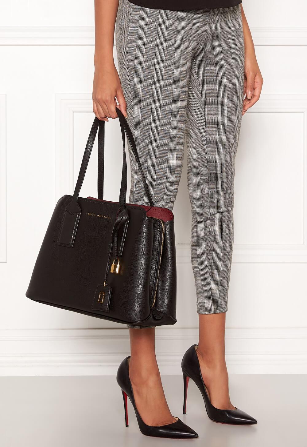 Klassisk väska i äkta läder från The Marc Jacobs.