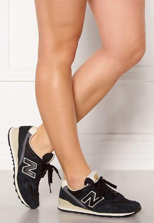Svarta New Balance sneakers dam