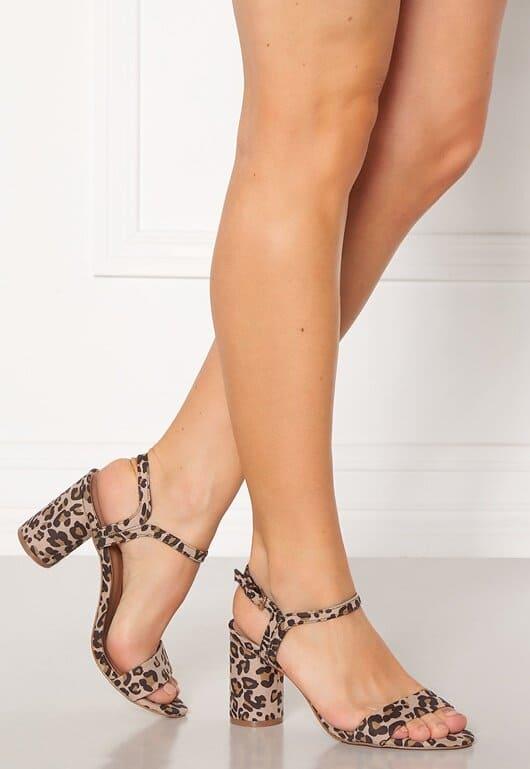 Sandaler med leopardmönster för dam