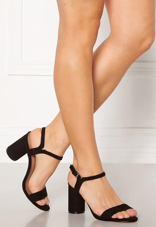 Svarta sandaler med klack för dam 2021
