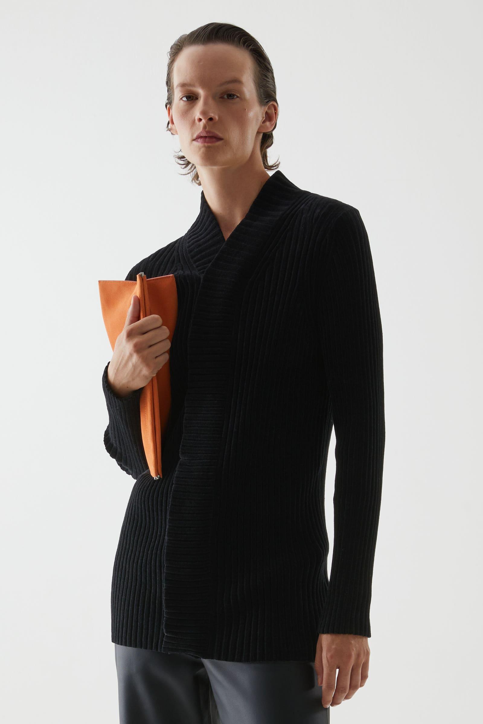 Orange väska som vårmode för dam