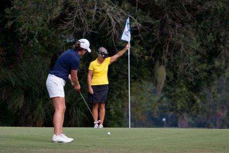 golfkläder för dam 2021 - golftoppar, golfbyxor, golftröjor, golfkjolar, golfklänningar, solskärmar och kepsar