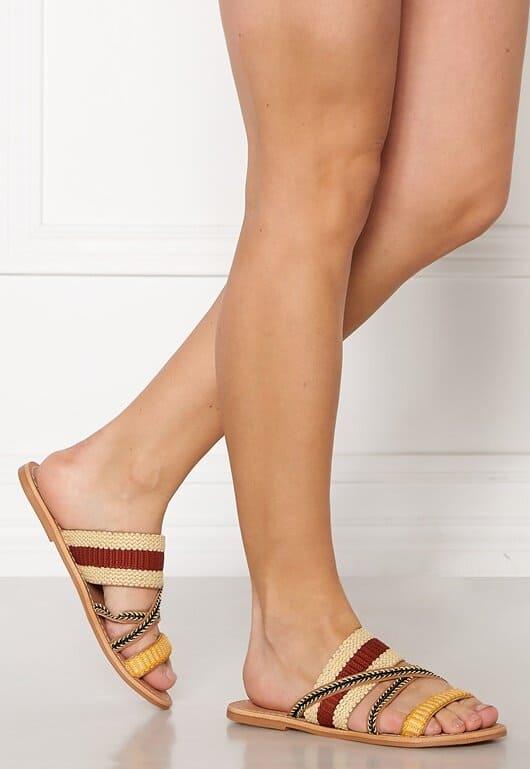 Sandaler av läder i flera olika färger för dam
